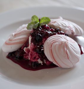 Ferry_Mixed Berry Pavlova (dessert)_40 copy